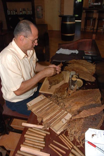 Tabaquero cubano. Foto: Kevin P